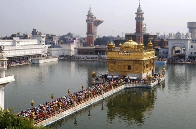 Devotees throng the Golden Temple
