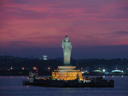 hussain-sagar-lake-buddha