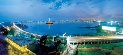 hussain_sagar_lake_hyderabad_india_photo