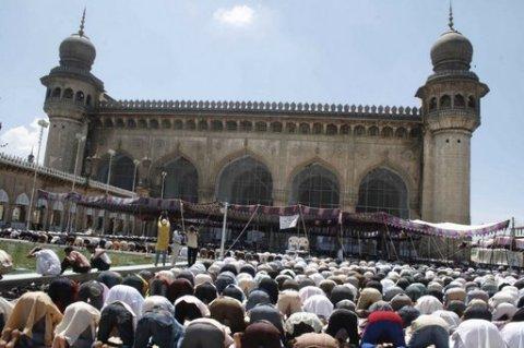 people offering prayers