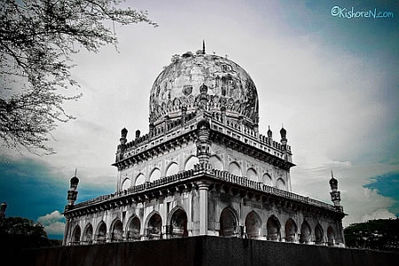 tomb-of-quli-qutub-shah
